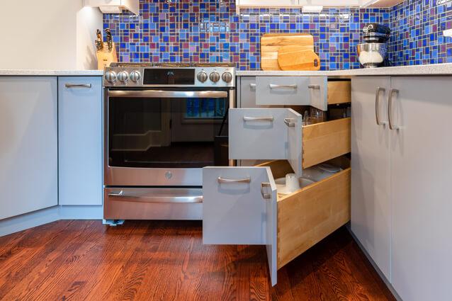 Maximizing spaces with custom corner drawers, Waterloo Reno