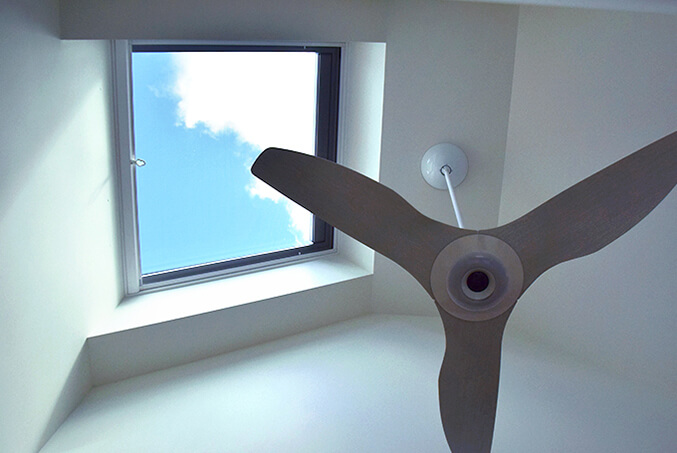 Large venting skylight for light and cooling